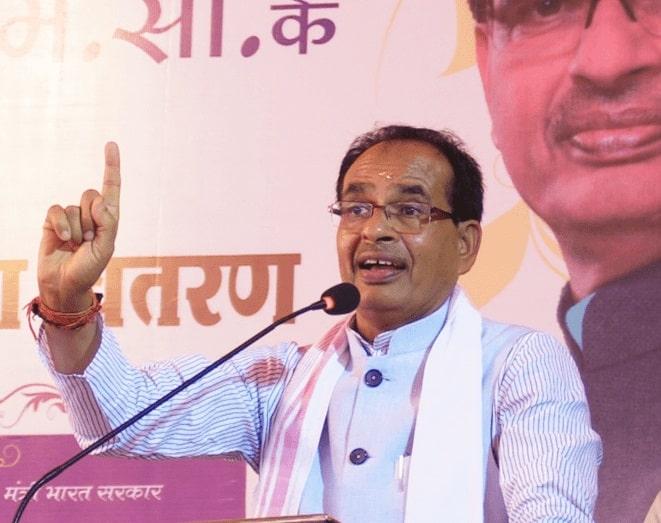 आखिरकारCM Shivrajने बता ही दिया,क्यों एक और MLA ने Congress का 'हाथ'