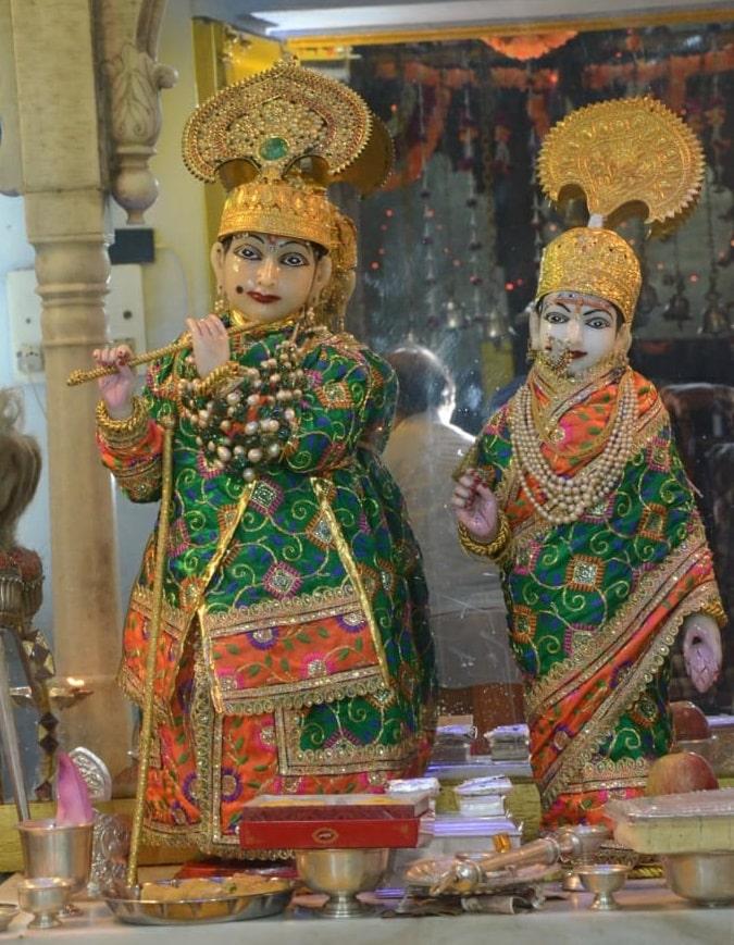 god-adorns-more-than-100-crore-ornaments